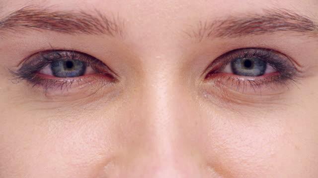 your eyes sparkle when you smile - cornea stock videos & royalty-free footage