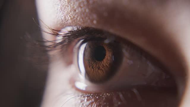 vidéos et rushes de tes yeux racontent ta histoire la plus vraie - curiosité