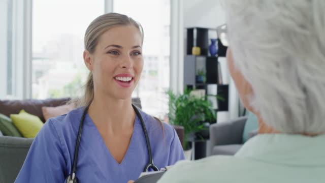 vidéos et rushes de votre santé n'a jamais été aussi bonne - visite à domicile