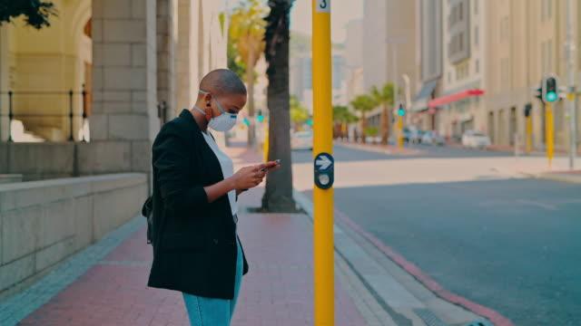 vídeos de stock, filmes e b-roll de sua saúde é o maior ativo do seu negócio, proteja-o - pedestre