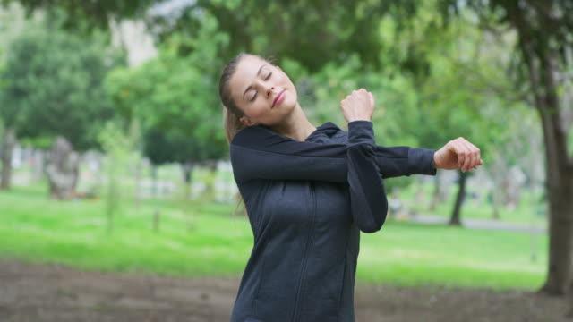 vídeos y material grabado en eventos de stock de tus músculos te agradecerán por calentar - autodisciplina
