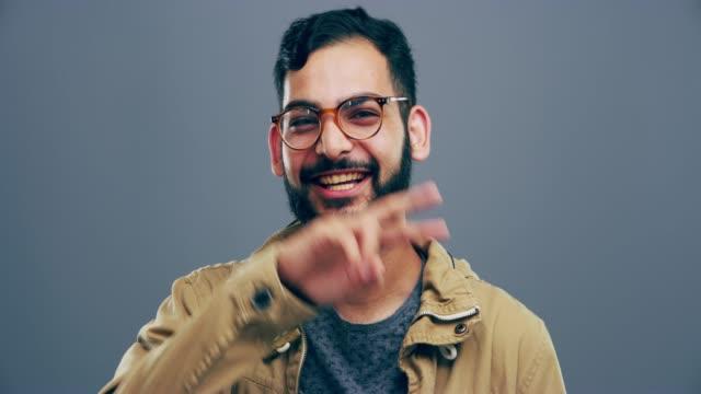 vídeos y material grabado en eventos de stock de ¡ tu sonrisa podría inspirar a alguien! - dedo