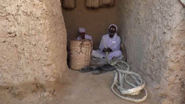 EGY: Egypt's Berber speakers cling to language in isolated oasis