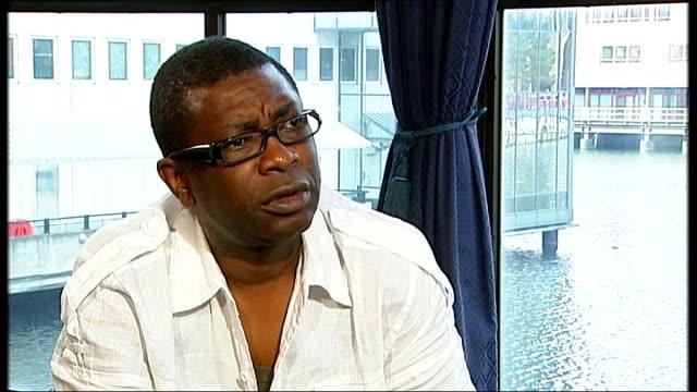 vídeos y material grabado en eventos de stock de youssou n'dour interview sot saying he was shocked to get information on malaria - animal microscópico