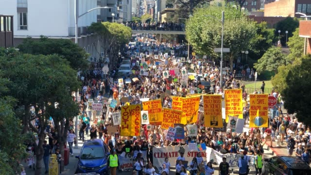 youth activists and their supporters march down jackson street during a global climate strike demonstration on september 20, 2019 in san francisco,... - ストライキ点の映像素材/bロール
