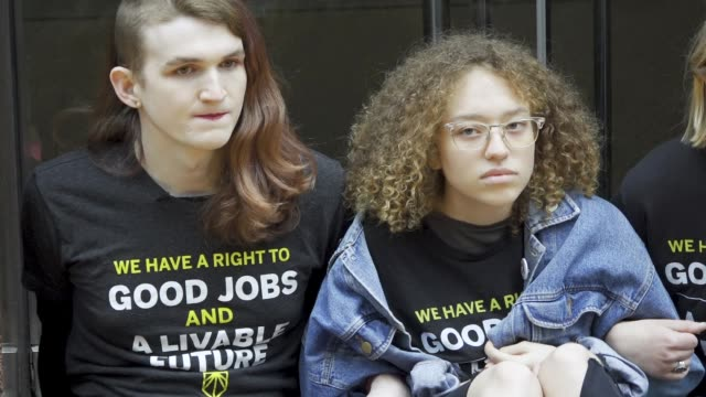 youth climate activist from sunrise nyc protesting outside senator chuck schumer's office building in midtown manhattan demanding that he support the... - organisation stock videos & royalty-free footage