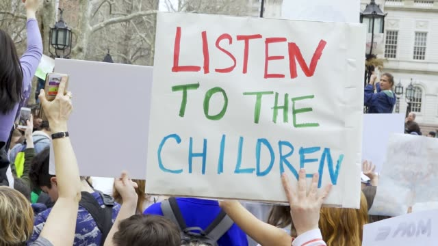 youth climate strike students of all ages rallied in downtown manhattan's city hall park and marched to midtown columbus circle and onto the... - aktivist stock-videos und b-roll-filmmaterial