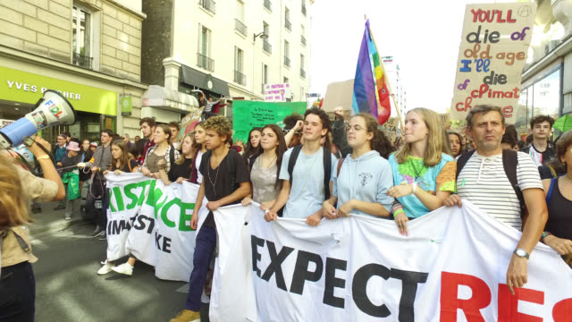 youth march for the climate - streik stock-videos und b-roll-filmmaterial