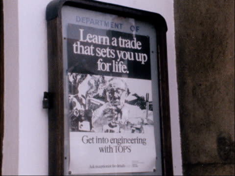 vidéos et rushes de government programme for school leavers; cuts 6.6.1980 birmingham: young man looks at cards in window of job centre sign 'job centre' sign 'learn a... - chômage