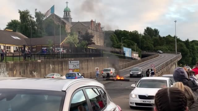 youths attempt to hijack a van using a petrol bomb and a fire has also been started at the bottom of the flyover in the bogside area of derry on the... - ロンドンデリー点の映像素材/bロール