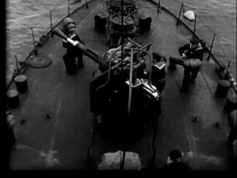vídeos y material grabado en eventos de stock de yugoslavian navy sailors scrambling onto deck of naval ship / yugoslav sailors emerging from deck hatch running onto deck / yugoslav sailors manning... - 1951