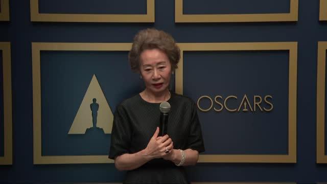vidéos et rushes de yuj-jung youn at the 93rd annual academy awards - press room on april 25, 2021. - academy awards