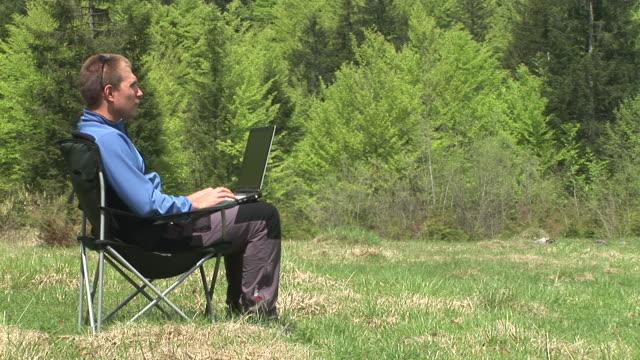 hd: yuppie in nature - solstol bildbanksvideor och videomaterial från bakom kulisserna