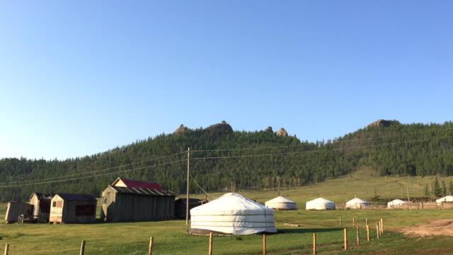 vídeos de stock e filmes b-roll de yurts at gorkhi-terelj national park mongolia - ulan bator