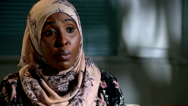 vídeos y material grabado en eventos de stock de yusra hussien aunt believes she was radicalised online england int sucdi ali interview sot if it happened to her it can happen to anybody we all need... - tía