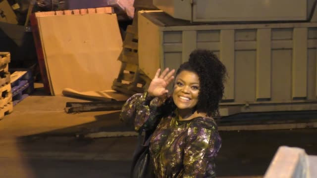 Yvette Nicole Brown arrives at Jimmy Kimmel Live at El Capitan Theater in Hollywood Celebrity Sightings on December 13 2017 in Los Angeles California