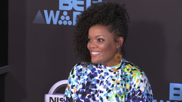 Yvette Nicole Brown at 2017 BET Awards in Los Angeles CA