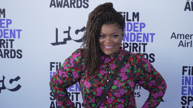 slomo yvette nicole brown at the 2020 film independent spirit awards on february 08 2020 in santa monica california - film independent spirit awards stock videos & royalty-free footage