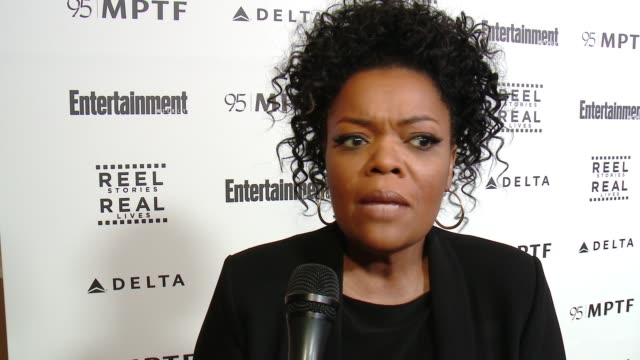 interview yvette nicole brown on the event and support at 5th annual reel stories real lives benefiting the motion picture television fund in los... - motion picture & television fund stock videos & royalty-free footage