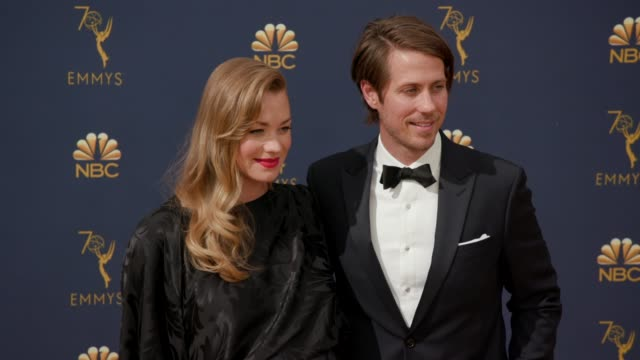vídeos de stock, filmes e b-roll de yvonne strahovski and tim loden at the 70th emmy awards arrivals at microsoft theater on september 17 2018 in los angeles california - 70th annual primetime emmy awards