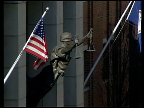 vidéos et rushes de moussaoui sentenced to life imprisonment virginia alexandria us district court ext statue of woman holding scales of justice attached to building... - alexandria virginie