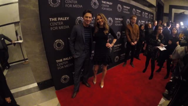 """zach braff and sarah chalke at the paley center for media presents: an evening with """"roseanne"""" at the paley center for media on march 26, 2018 in new... - サラ チャルク点の映像素材/bロール"""