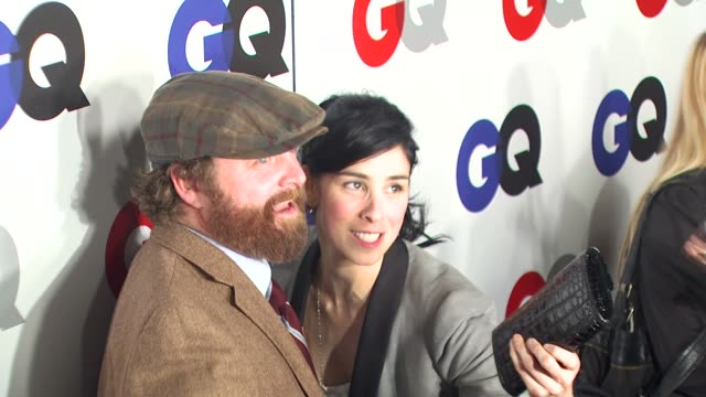 stockvideo's en b-roll-footage met zach galifianakis, sarah silverman at the gq magazine's 2009 'men of the year' party at los angeles ca. - sarah silverman