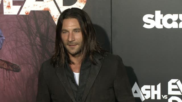 """zach mcgowan at the """"ash vs. evil dead"""" los angeles premiere and live performance by iggy pop at tcl chinese theatre on october 28, 2015 in... - teatro cinese tcl video stock e b–roll"""
