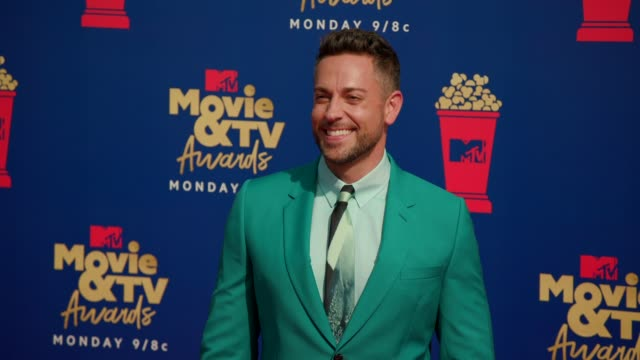 zachary levi at the 2019 mtv movie & tv awards at barkar hangar on june 15, 2019 in santa monica, california. - mtvムービー&tvアワード点の映像素材/bロール