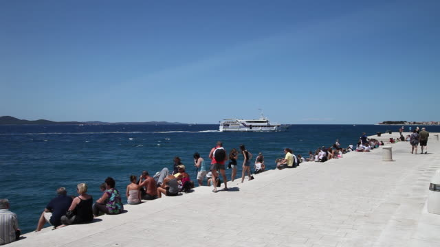 zadar, esplanade near the harbor - クロアチア点の映像素材/bロール