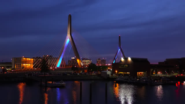 vídeos de stock, filmes e b-roll de zakim bridge, em boston - boston massachusetts