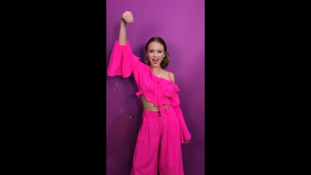 vídeos de stock e filmes b-roll de zara larsson poses in the studio during the mtv emas 2017 held at the sse arena wembley on november 12 2017 in london england - wembley arena