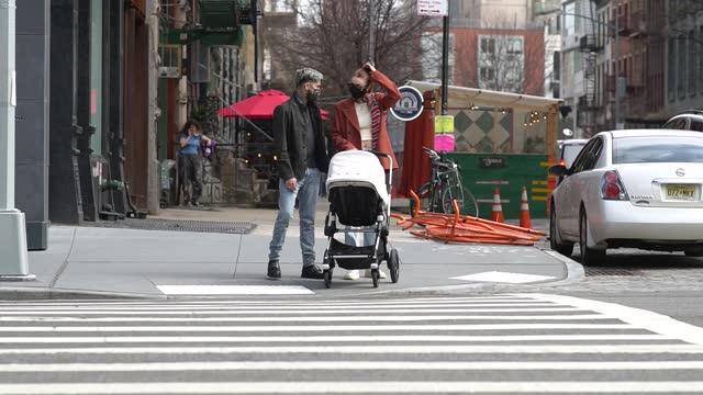 zayn malik and gigi hadid are seen in noho on march 25, 2021 in new york city. - ジジ・ハディッド点の映像素材/bロール