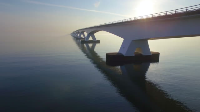 stockvideo's en b-roll-footage met zeelandbrug - brug mens gemaakte bouwwerken
