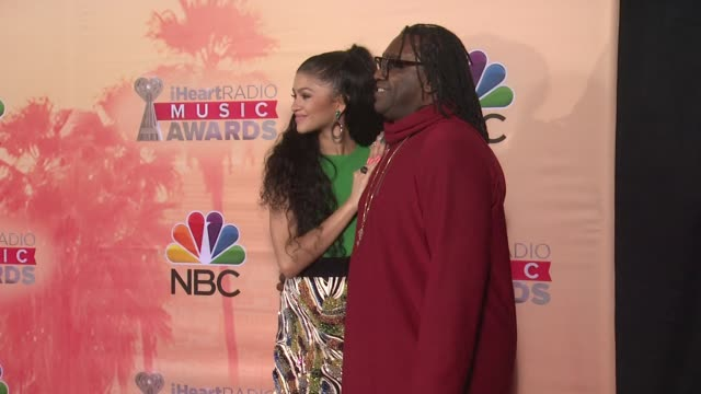 vídeos de stock, filmes e b-roll de zendaya and kazembe ajamu coleman at the 2015 iheartradio music awards press room at the shrine auditorium on march 29 2015 in los angeles california - shrine auditorium