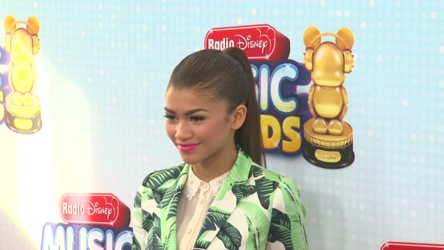 vídeos de stock, filmes e b-roll de zendaya at 2013 radio disney music awards 4/27/2013 in los angeles ca - estampa de folha