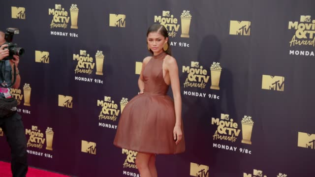 zendaya at 2018 mtv movie tv awards arrivals at barker hangar on june 16 2018 in santa monica california - mtv点の映像素材/bロール