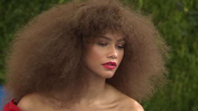 """zendaya at """"rei kawakubo/comme des garcons: art of the in-between"""" costume institute gala - arrivals at the metropolitan museum of art on may 1, 2017... - gala stock videos & royalty-free footage"""