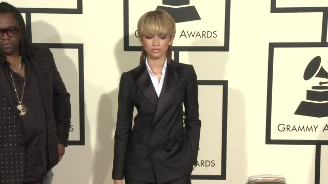 stockvideo's en b-roll-footage met zendaya at the 58th annual grammy awards® arrivals at staples center on february 15 2016 in los angeles california - 58e grammy awards