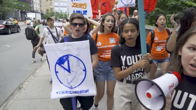 stockvideo's en b-roll-footage met zero hour nyc youth climate march youth call upon policymakers to cut ties with the fossil fuel industry and invest in a sustainable future and for... - cut video transition
