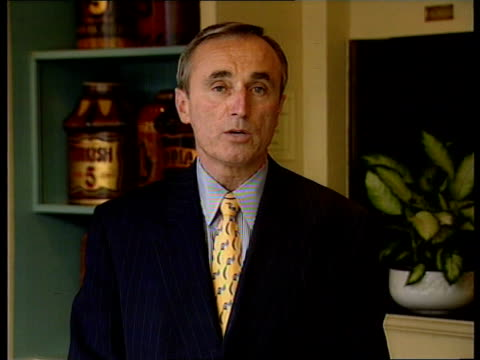 police conference; c)nao itn england: london william bratton intvwd -i know of no police force that practises zero tolerance/ we had more crime in... - ダーモット・マーナハン点の映像素材/bロール