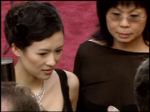 stockvideo's en b-roll-footage met zhang ziyi at the 2005 academy awards at the kodak theatre in hollywood, california on february 27, 2005. - 77e jaarlijkse academy awards