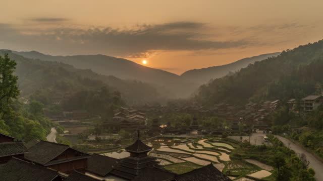 stockvideo's en b-roll-footage met zhaoxing zonsopgang timelapse - village