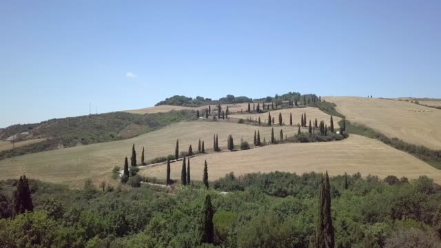 zigzag country road in tuscany, val d'orcia - zigzag stock videos & royalty-free footage