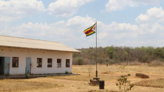 zimbabwe, school in a secluded area near chakari. - repubblica dello zimbabwe video stock e b–roll