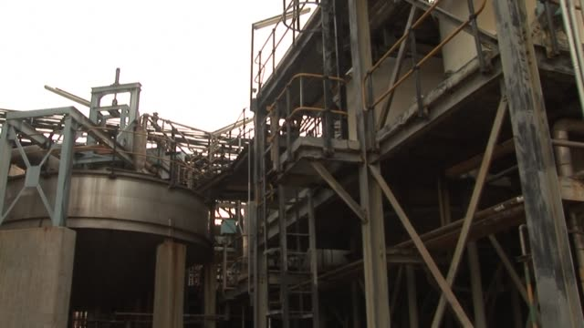 zimbabwean platinum firm zimplats begins building a $100 million platinum refinery, as part of president mugabe's policy to process the metal at... - platinum stock-videos und b-roll-filmmaterial