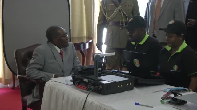zimbabwean president robert mugabe unveils a new biometric voter registration programme ahead of next year's elections which he will contest drawing... - wettbewerb unterhaltungsveranstaltung stock-videos und b-roll-filmmaterial