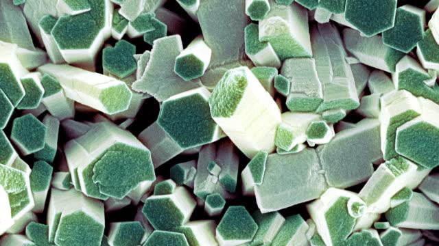 vídeos de stock, filmes e b-roll de zinc oxide crystals, sem - micrografia