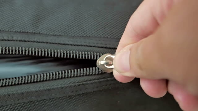 stockvideo's en b-roll-footage met zipping a zipper,close-up - open