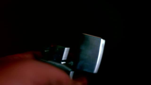 nix leichter in der hand - feuerzeug stock-videos und b-roll-filmmaterial